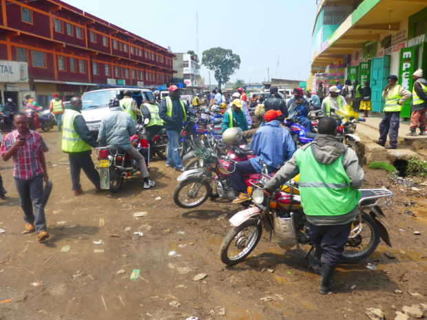 Gathering in front of a M-Pesa shop in Nairobi: Finance in Africa is largely informal. (c) Christian v. Hiller